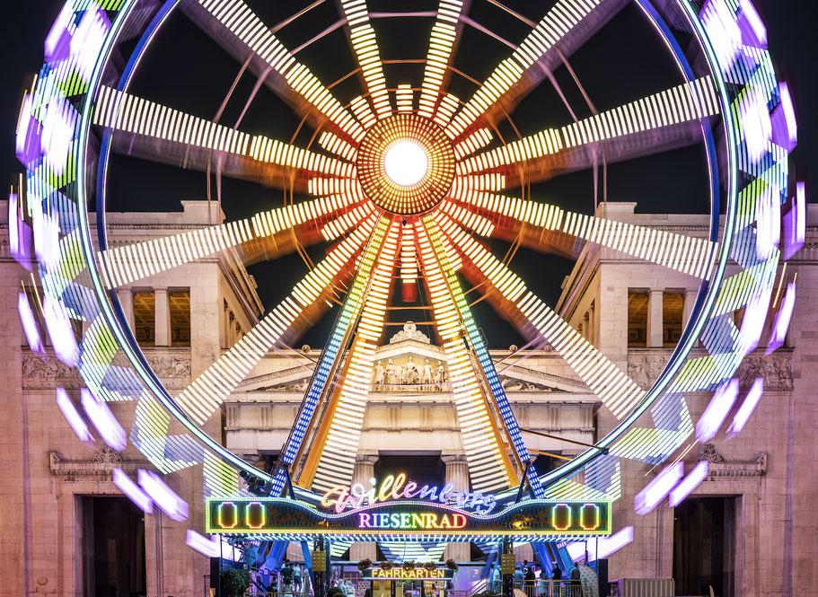 Königsplatz im Sommer 2020 als Farb-Photographie, Muenchen