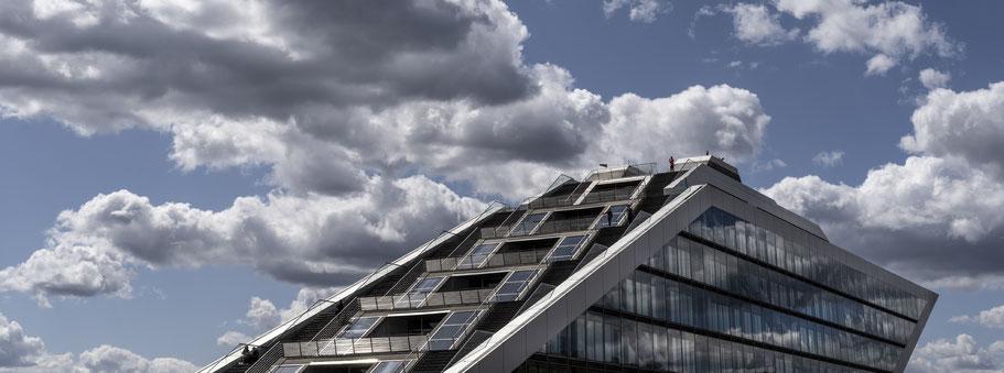 Dockland in Hamburg als Farbphoto im Panorama-Format.