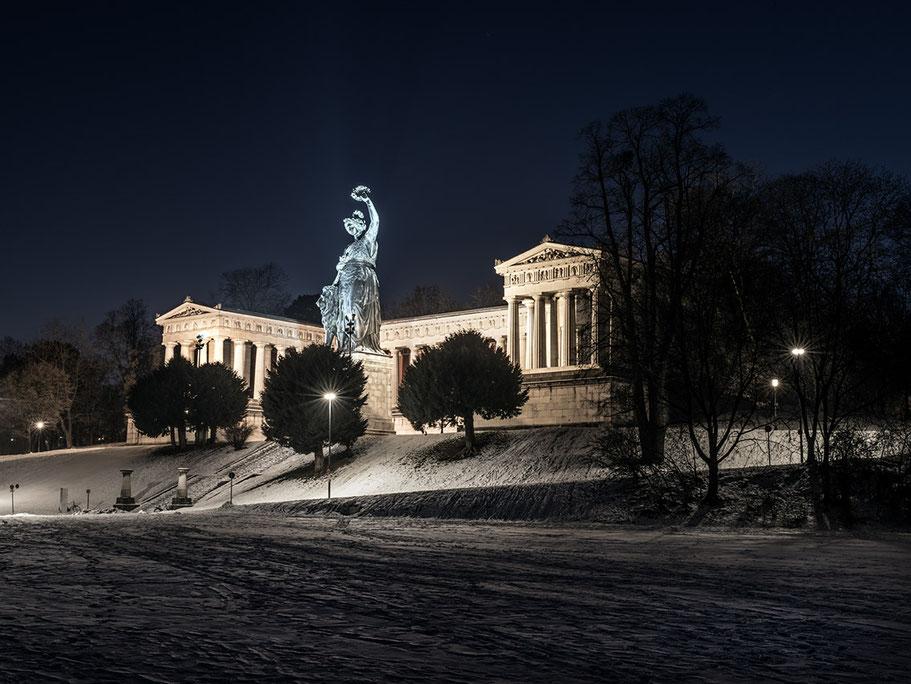 Bavaria bei Nacht als Farb-Panorama-Photographie, Muenchen