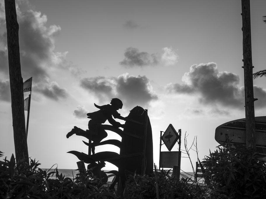 Haus des Einsiedlers am Strand von Siri Kaouki in Marokko als Schwarzweißphoto