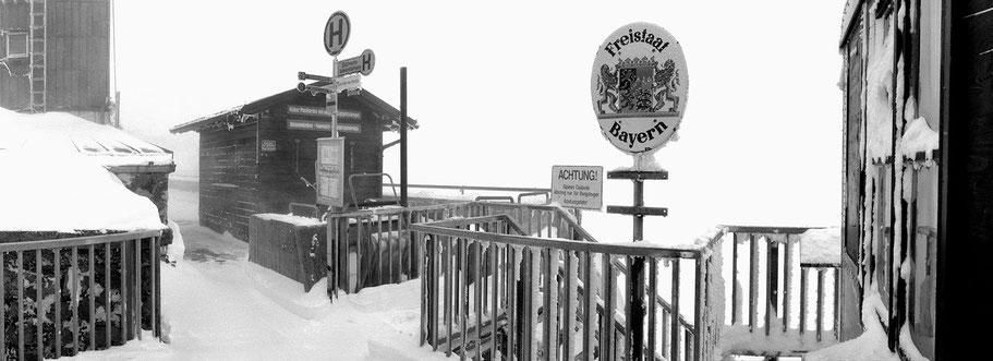 Zugspitze Grenze in schwarz-weiß als Panorama-Photographie