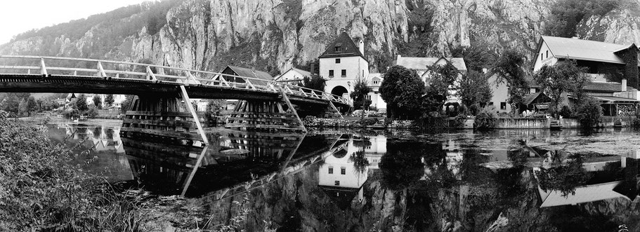 Markt Essing Altmühltal in schwarz-weiß als Panorama-Photographie