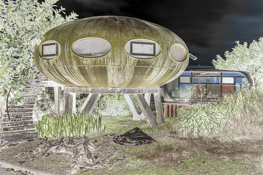 Alien spacecraft buildings