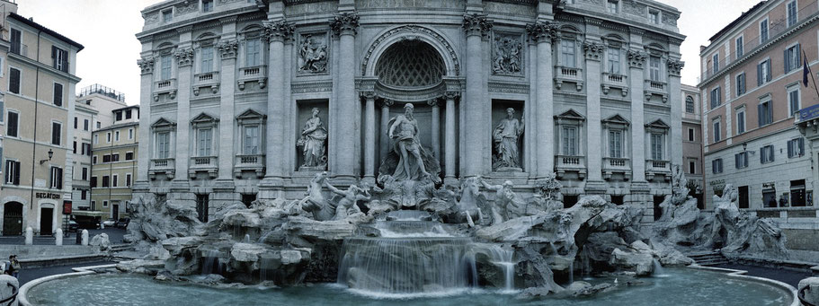 Farbphoto vom Fontana di Trevi in Rom im Panorama-Format