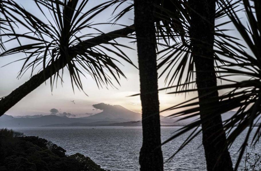 Blick auf den Fuji-san am Abend von Enoshima, Japan als Farbphoto