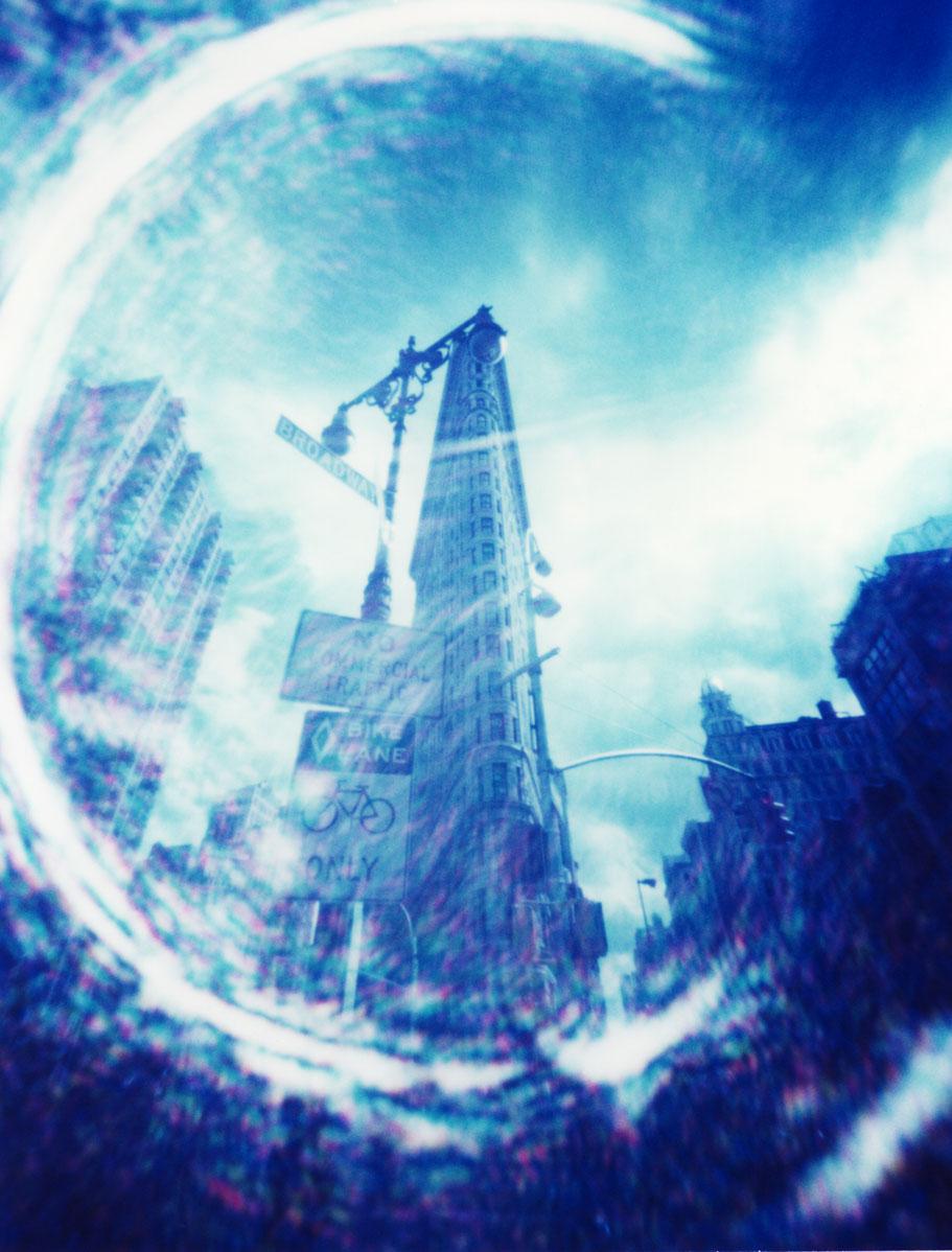 Das Flatiron Building in New York (USA)  mit einer Camera Obscura auf Polaroidfilm als Farbphoto aufgenommen