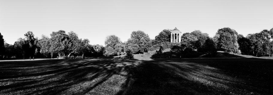 Englischer Garten in schwarzweiß als Panorama-Photographie, München
