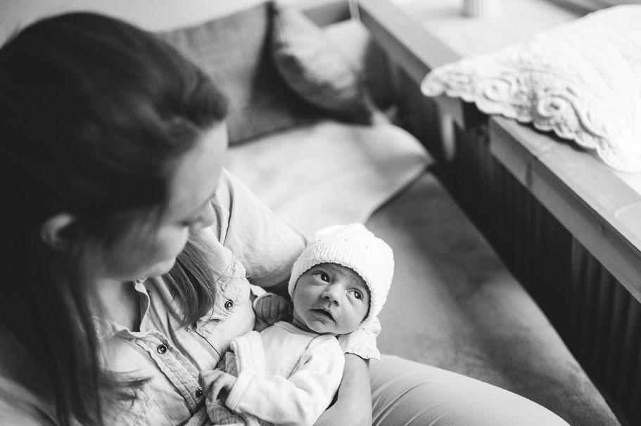 Babyfotografie, Newbornfotografie, Neugeborenenfotografie, Fotostudio, Ruesselsheim am Main, Mainz, Wiesbaden, Mainz, Königstädten, Nauheim, Raunheim, Bausscheim, Bischofsheim, Babyportrait,  Portrait, Beste Fotograf. Mutter Sohn, Familieportrait