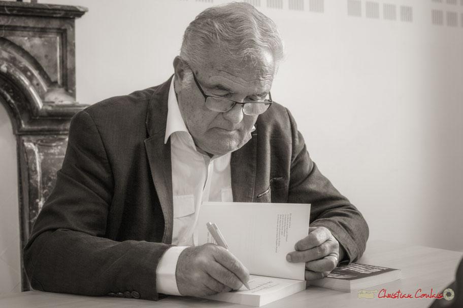 """Dédicace du livre """"Le jour où..."""" par Jean-Marie Darmian, homme politique girondin, auteur de romans, ancien journaliste aux journaux Sud Ouest, Bordeaux Actualités. Créon, 14 octobre 2017"""