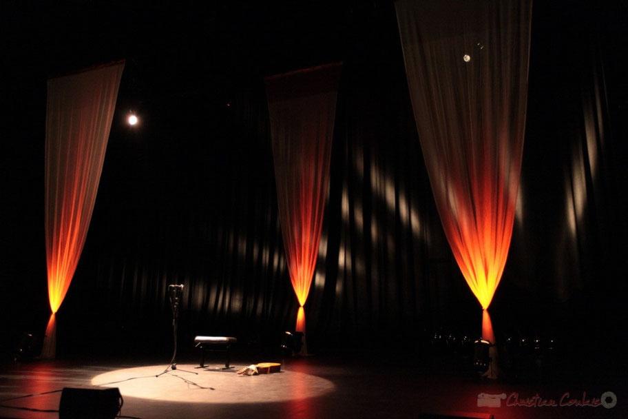 Scène de la salle 650 places du Rocher de Palmer, 22/10/2014. Reproduction interdite - Tous droits réservés © Christian Coulais