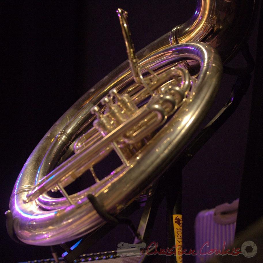 Festival JAZZ360 2012, Manguidem Taf Taf Trio, soubassophone de Damien Bachère. Salle culturelle de Cénac, samedi 9 juin 2012.