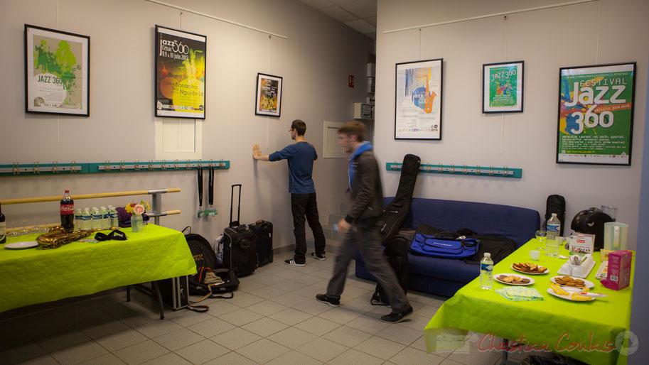 Coup d'œil dans la loge de la salle culturelle, préparation physique et mentale de JarDin Quartet. Festival JAZZ360 2016, Cénac, 10/06/2016