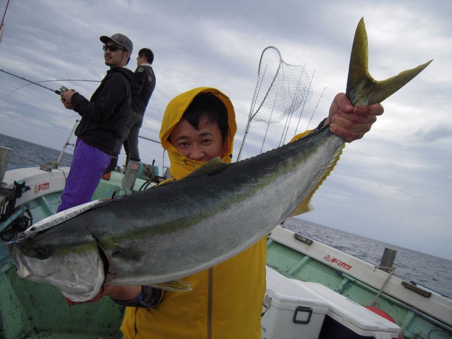 ライトタックルにHITし長時間ファイトの末のランディング。魚も人もフラフラ。約90cm8kg