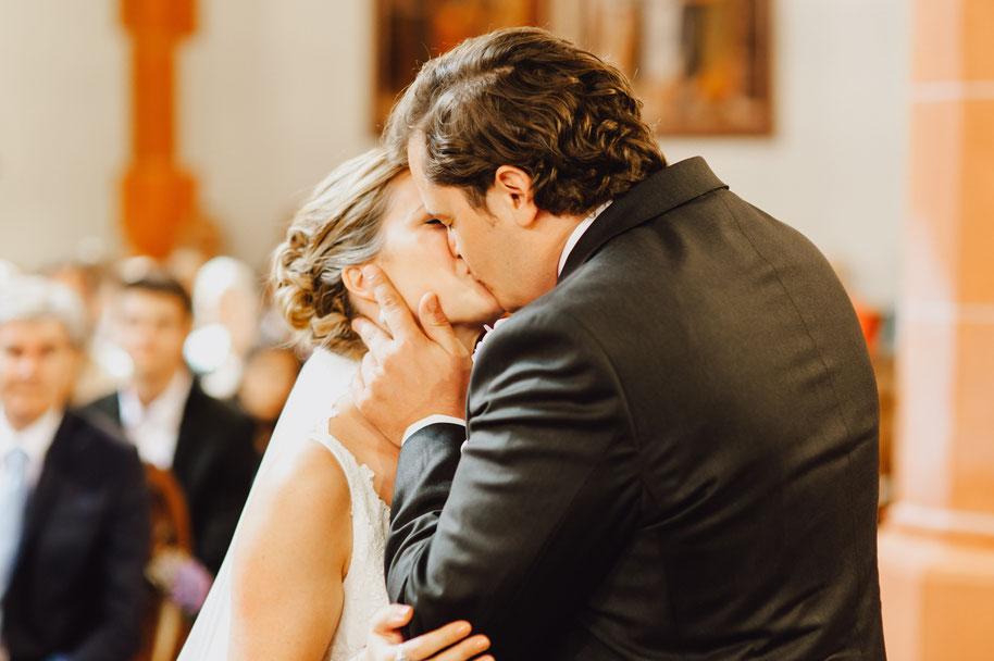 Hochzeit Traben Trarbach Mosel Hochzeitskuss Hochzeitsfotografin Hochzeitsfotografie