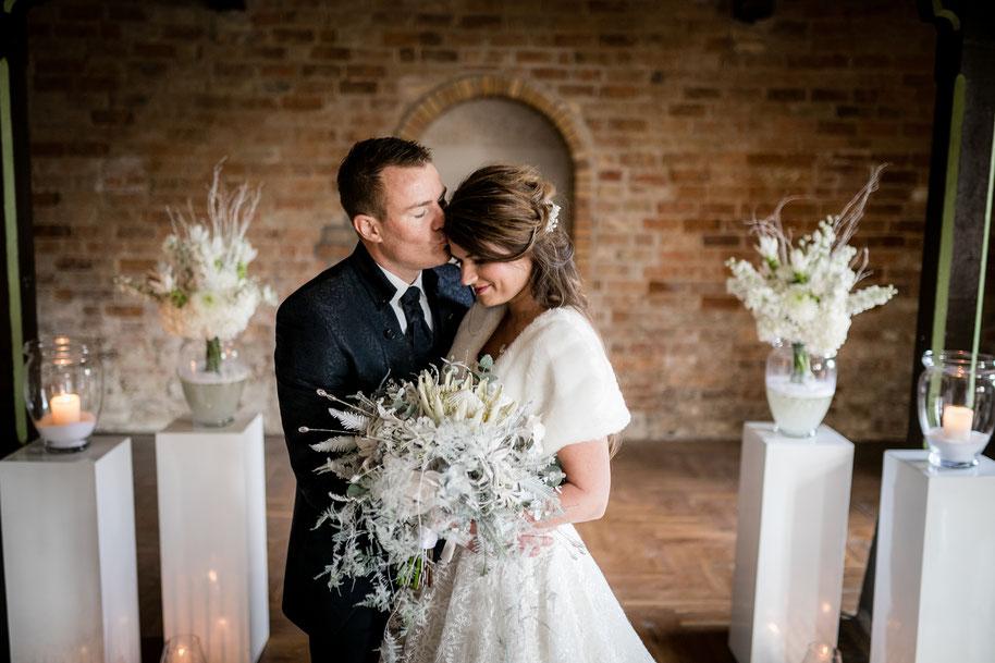 Winterhochzeit, Hochzeitsplanung Dähn, Styleshoot, Brautpaar, Hochzeit 2019, Hochzeit 2020, Eiskönigin