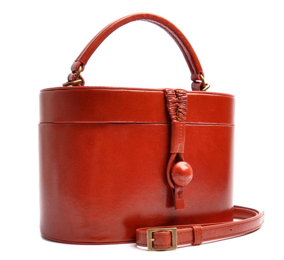 CAMILLE Ledertasche Vintagestil Beautycase Leder cognac OSTWALD Traditional Craft