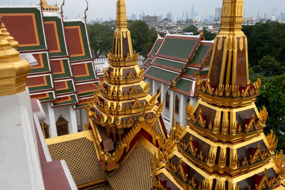 Metalinės pilies šventyklos bokštai