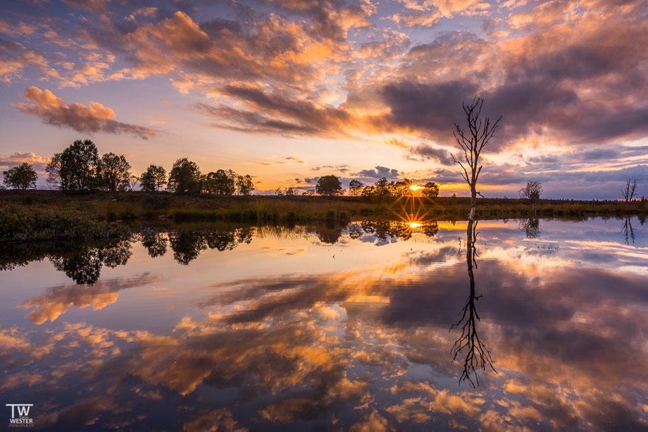 Von diesem Sonnenuntergang habe ich bereits eine Version gezeigt. Dieses Bild enstand jedoch früher, was mir im Nachgang besser gefiel (B1411)