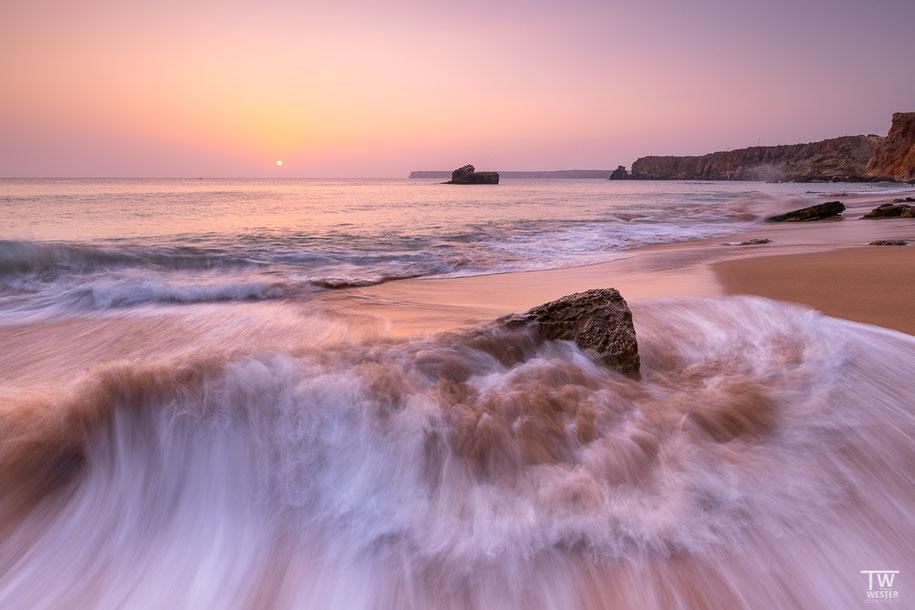 Schonmal am Strand gestanden und die Welle kam von hinten statt von vorne? Für mich zumindest war dies neu 😉 (B1390)