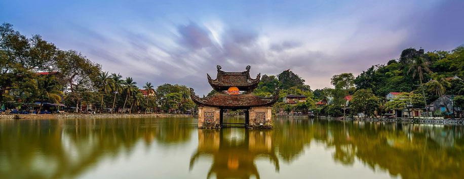 Pagode im Wasser in Vietnam