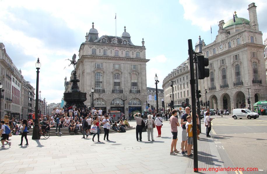 Die besten Sehenswürdigkeiten in London: Blick zum Piccadilly Circus mit dem Eros-Brunnen