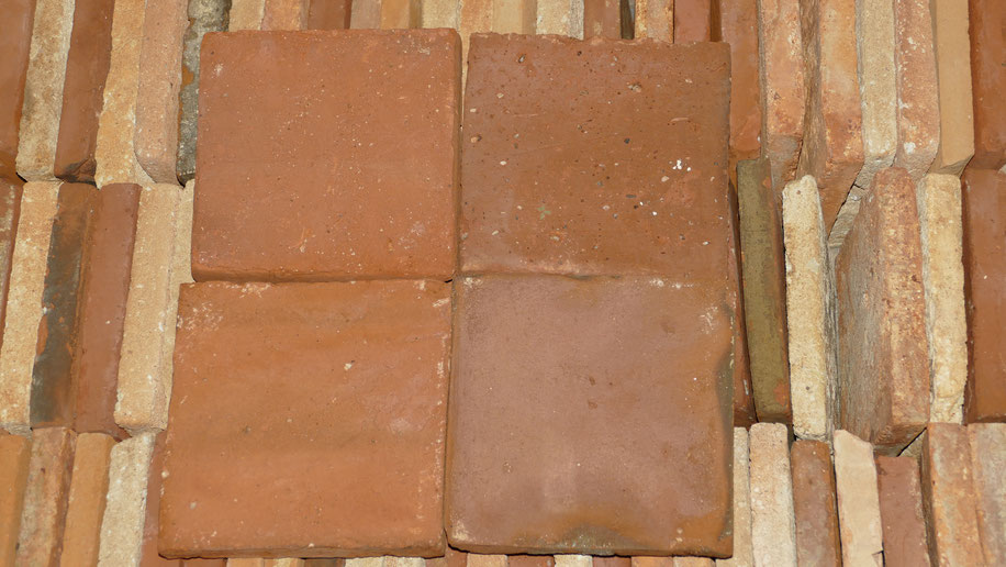 Terracotta-Bodenplatten antik