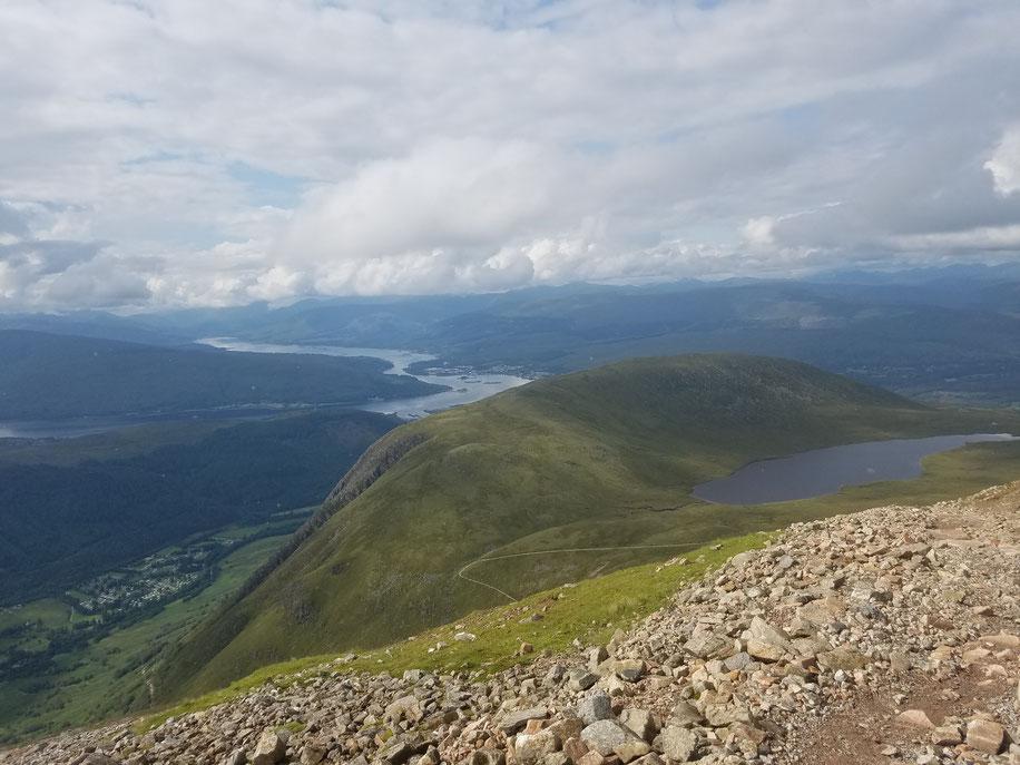 """Links unten unser Campingplatz """"Glen Nevis"""" und hier oben eine super Aussicht"""
