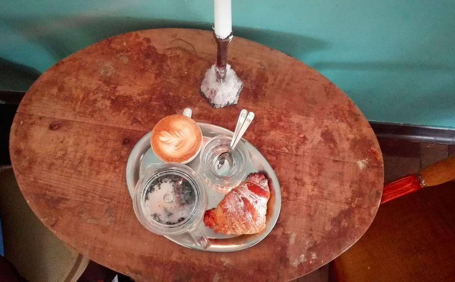 Basel Schweiz cafe Frühling