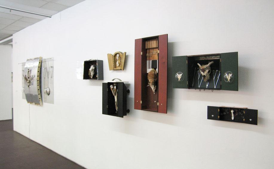 Die großen Schreine in der Ausstellungshalle des BBK Köln