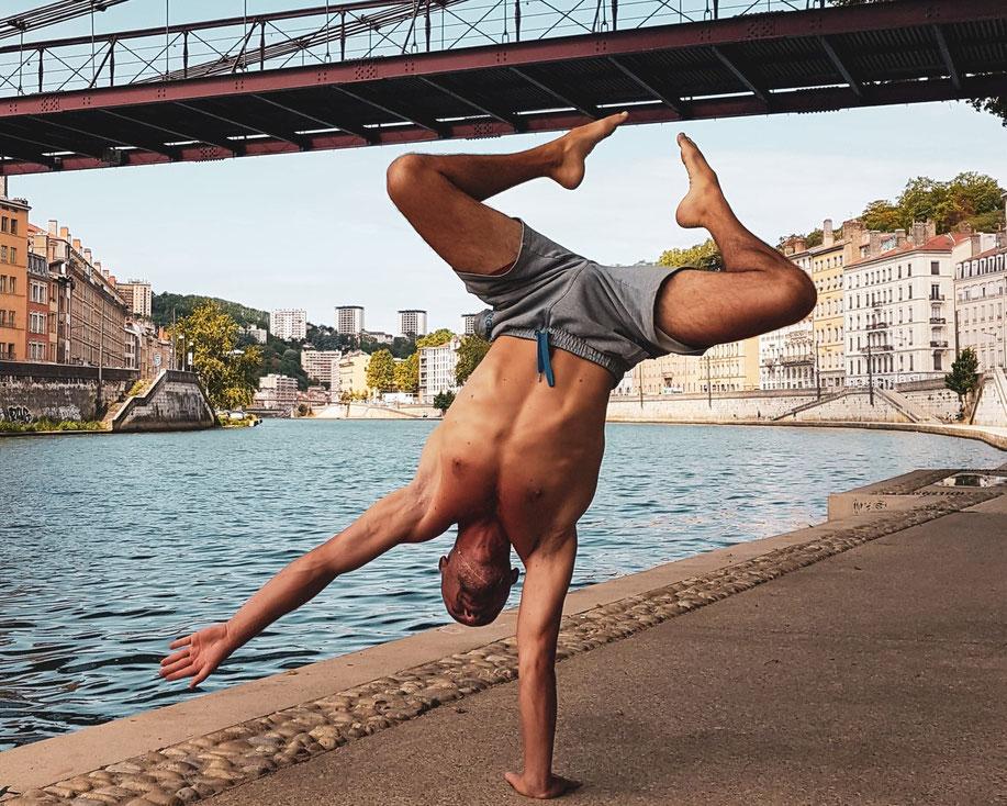One arm handstand - theo philosport online coaching