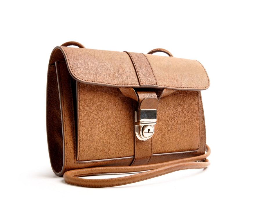 Trachtentasche Dirndltasche Schultertasche Tasche Nostalgielook Cluch Büffelleder braun OWA Tracht COLETTE Online-Shop versandkostenfrei bestellen