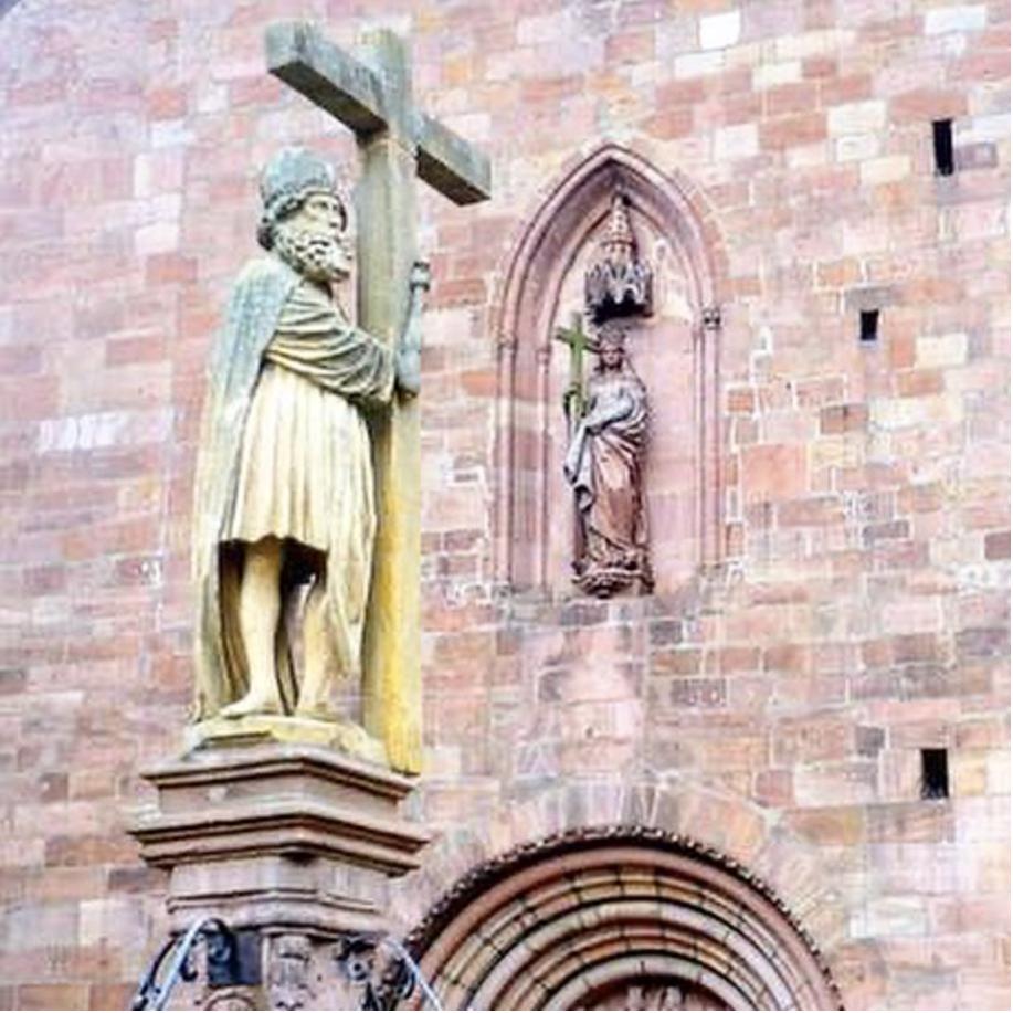 La fontaine Constantin de Kaysersberg (1521) a été sculptée il y a 500 ans dans un bloc de grès jaune de Rouffach par le sculpteur colmarien Hans Bongart.