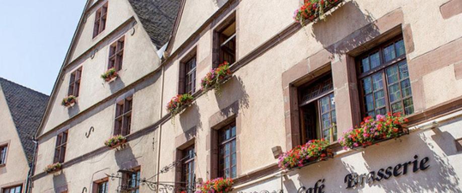 Les maisons jumelles que le richissime entrepreneur des mines Reinhard Wid a fait construire dans la rue principale de Kaysersberg en 1521