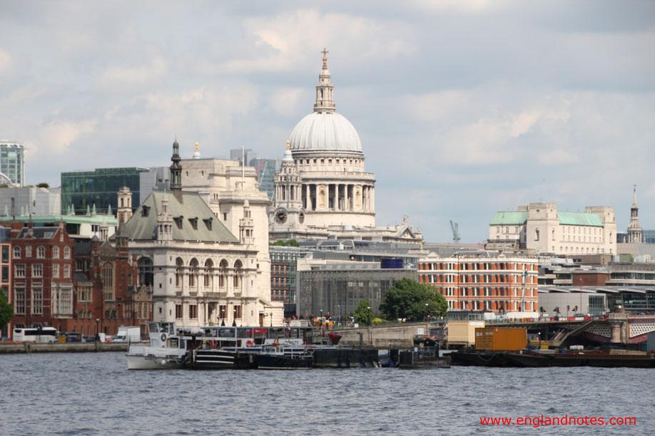 Die besten Sehenswürdigkeiten in London: Blick von South Bank zur St. Paul's Kathedrale