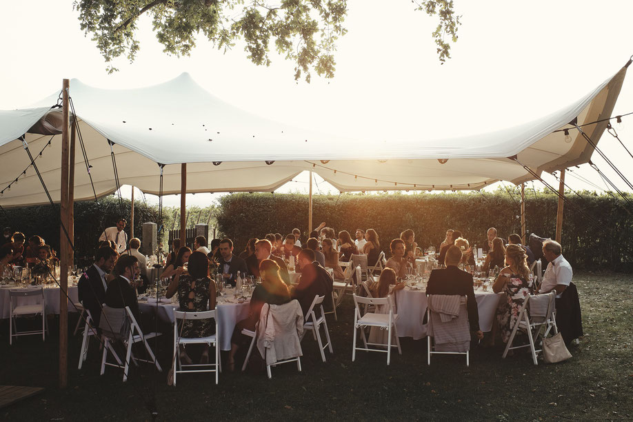 Hochzeit auf Weingut im Strechzelt - Hochzeitszelt mieten im Allgäu