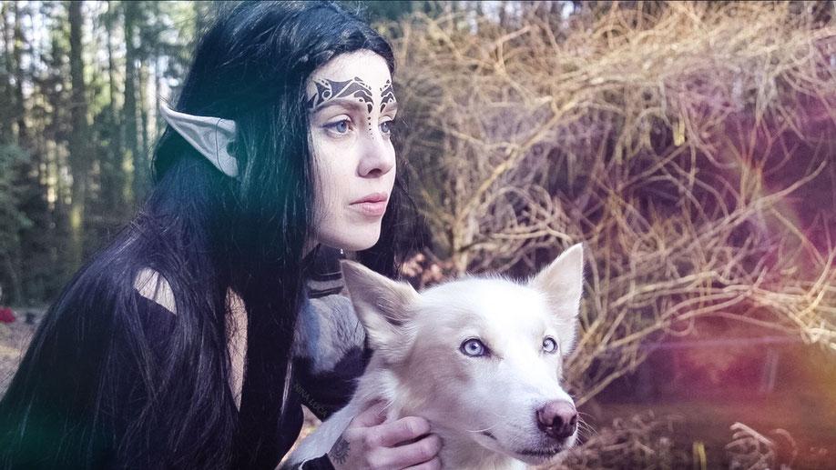 image: nina luca, swiss blogger, dark elve cosplay, dark elve, husky , behind blue eyes, swiss cosplay, swiss cosplayer, fantasy cosplay, elve cosplay, elben cosplay, dunkelelbe, cosplay video, schweizer blogger, schweizer cosplayer