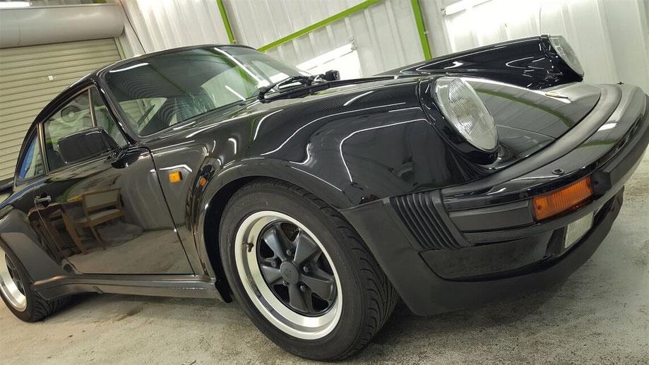 黒の930ターボ ナノガラスコーティング施工 濃色車の研磨 埼玉三芳の車磨き専門店