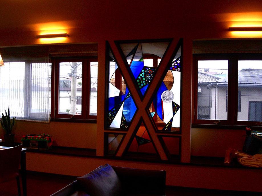 ステンドグラス  抽象的なデザイン コスモスagain