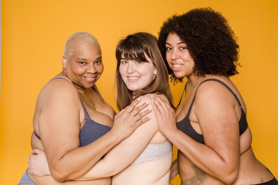 Body Neutrality bedeutet seinen Körper zu akzeptieren und glücklich zu sein unabhängig vom Aussehen