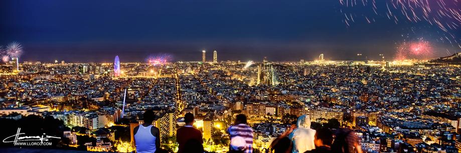 Las vistas en una noche de Sant Joan desde los búnkers del antiaéreo en el Turó de la Rovira son espectaculares