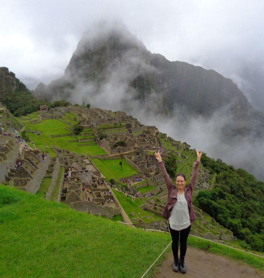 Super happy in Maccu Picchu: Hier stehe ich nach vier Tagen Wanderung am Inka Trail Ziel!