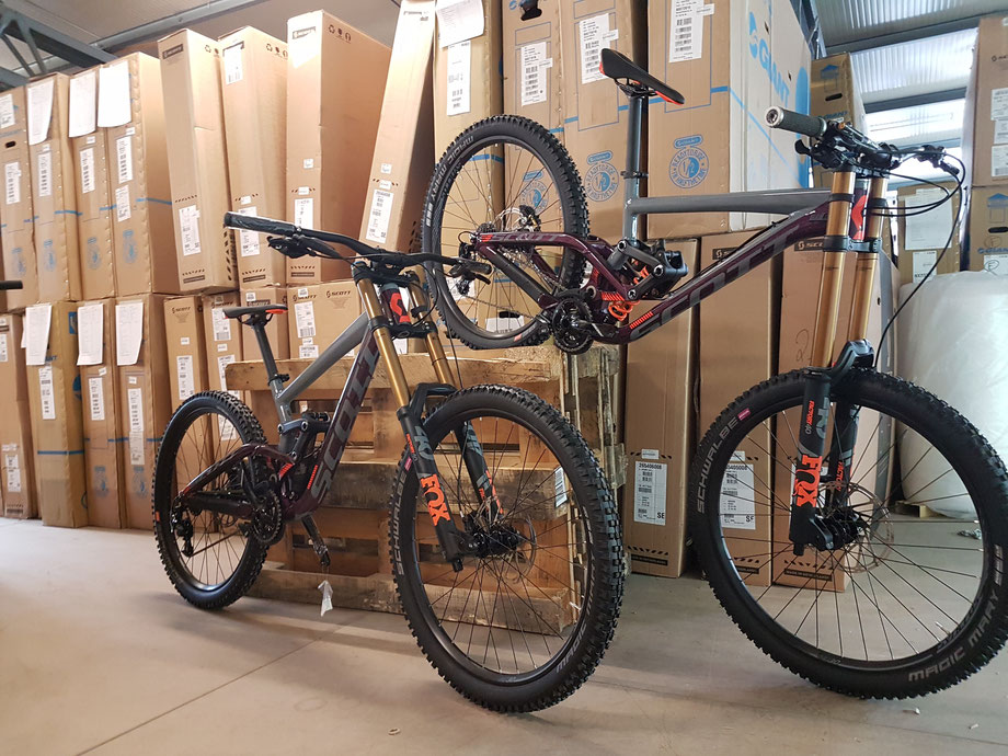 Building up our 2018 SOTT Gambler downhill bikes! Supported by SportOkay.com | Schwalbe | FOX