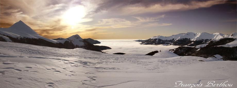 Cirque de Rombière et mer de nuage sur Mandaille