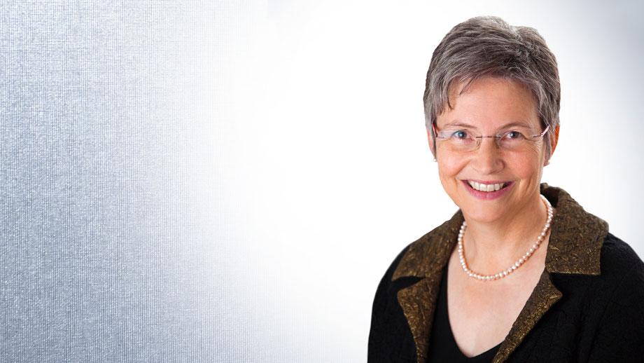 Portraitfoto von Dr. Bärbel Husmann