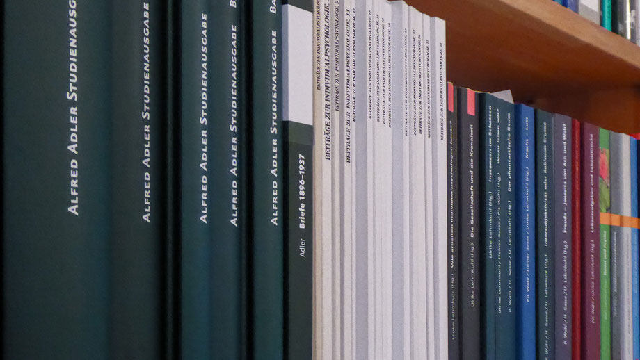 """Foto von Büchern zum Thema """"Individualpsychologie"""""""