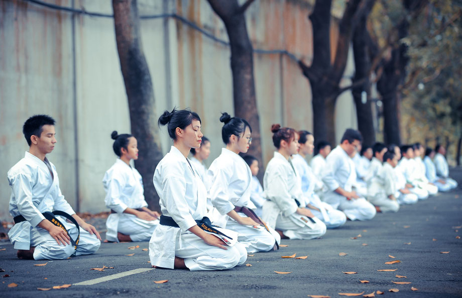 Karateka im Seiza