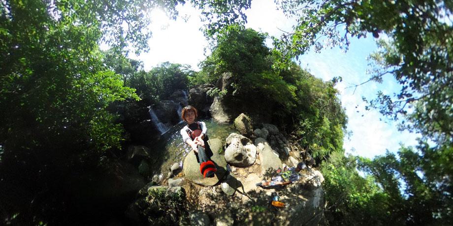 ジャングルトレッキング/ユツン支流の滝