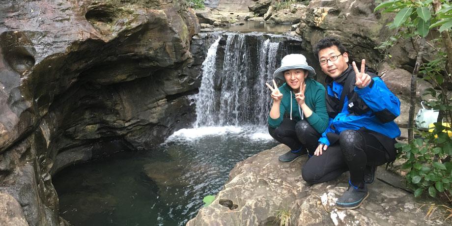 西表島・ガイドにおまかせツアー【星砂の浜☆マングローブカヌー&滝遊び】