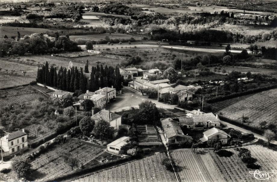 Cénac bourg vue aérienne. Cénac d'hier et d'aujourd'hui, exposition d'une trentaine de lieux en centre bourg. Collection Jean-Pierre Couthouis