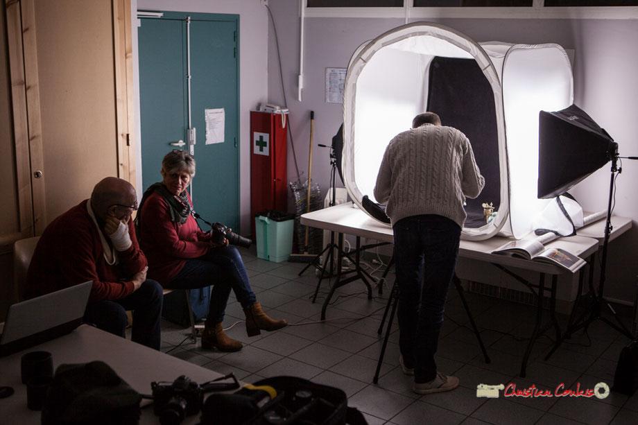 """Utilisation d'une boîte à lumières. Atelier Photo Numérique de l'A.M.A.C. """"photomacrographie"""". Mercredi 12 décembre 2018"""